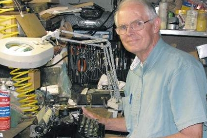 Picture of Bill Skillman with typewriter